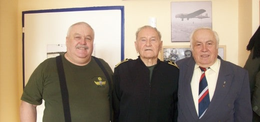 Foto zleva: Svobodník v.v. Karel Obermaier, major v.v. Ing. Jan Bada a generálmajor Jaroslav Klemeš